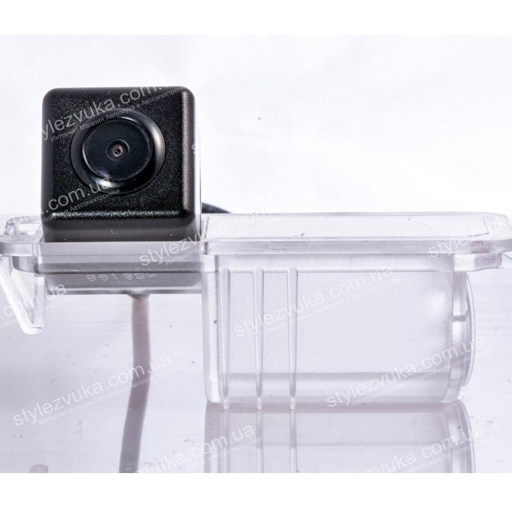 Штатная камера заднего вида Fighter CS-CCD+FM-13 (VW/Skoda/Seat)