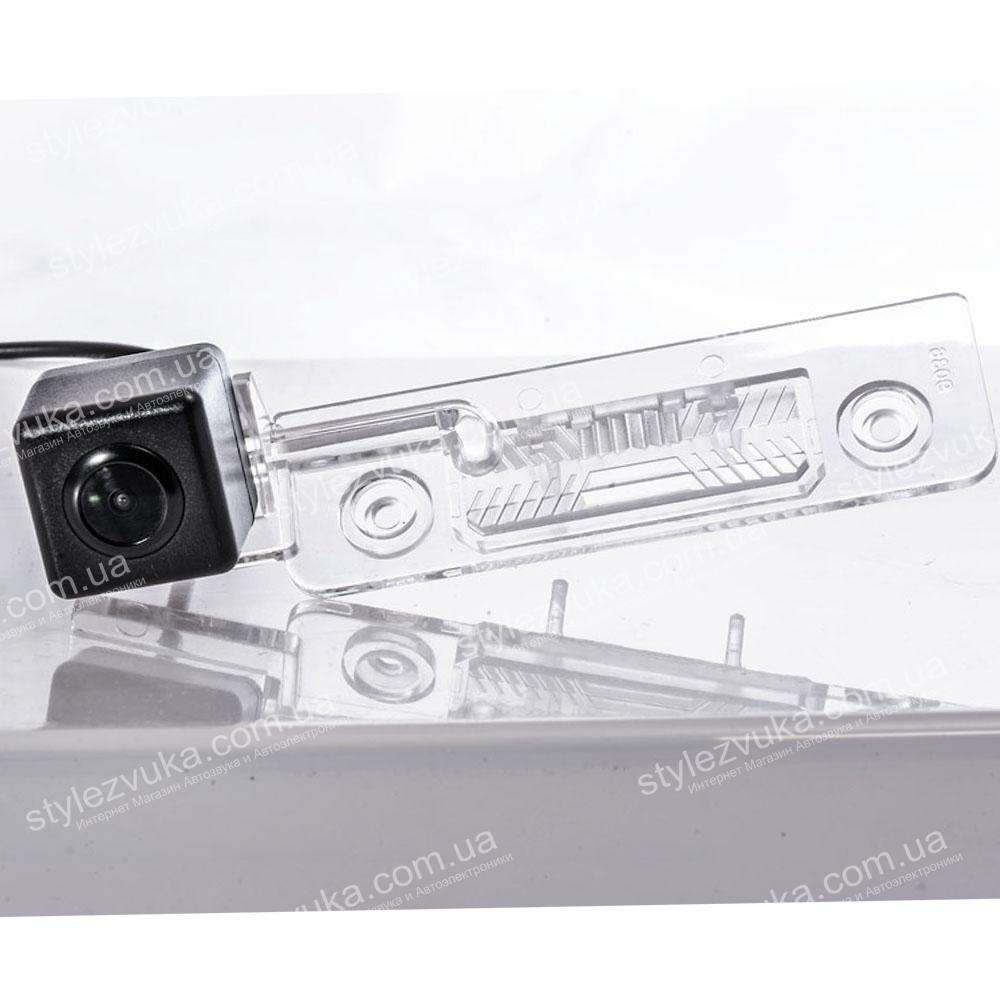 Штатная камера заднего вида Fighter CS-CCD+FM-17 (VW/Skoda/Seat)