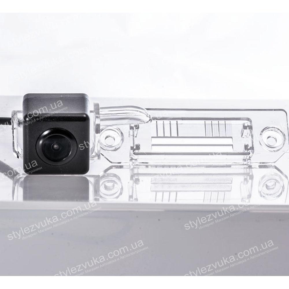 Штатная камера заднего вида Fighter CS-CCD+FM-18 (VW/Skoda/Seat)