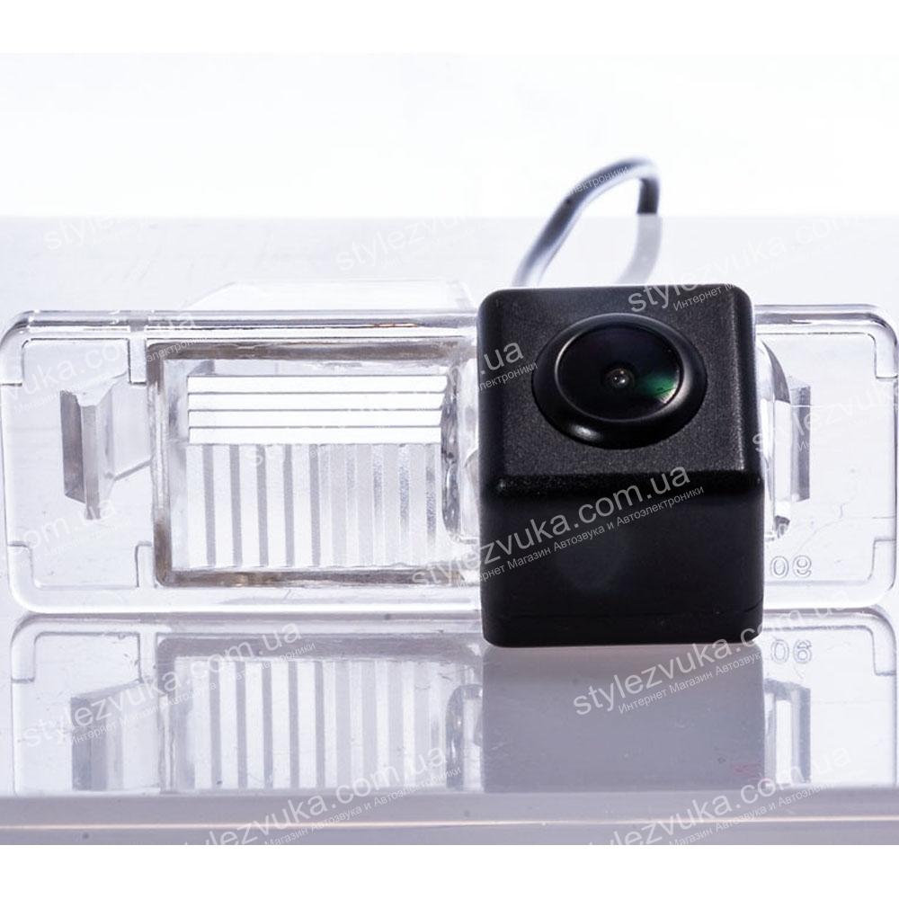 Штатная камера заднего вида Fighter CS-CCD+FM-24 (Nissan)