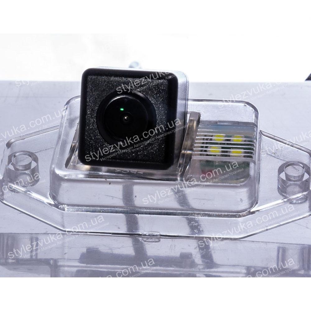 Штатная камера заднего вида Fighter CS-CCD+FM-30 (Toyota)