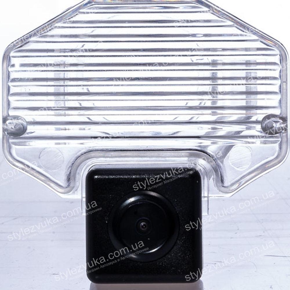 Штатная камера заднего вида Fighter CS-CCD+FM-31 (Toyota)