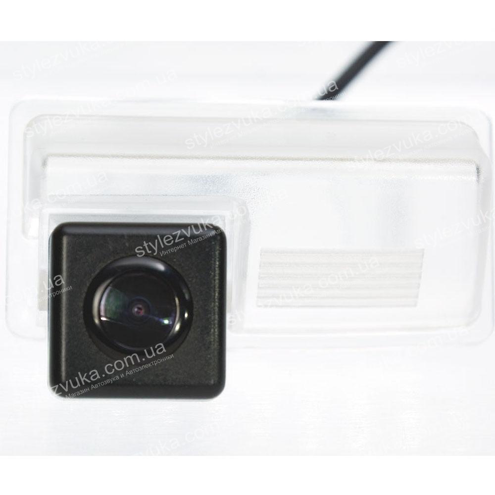Штатная камера заднего вида Fighter CS-CCD+FM-71 (Geely)