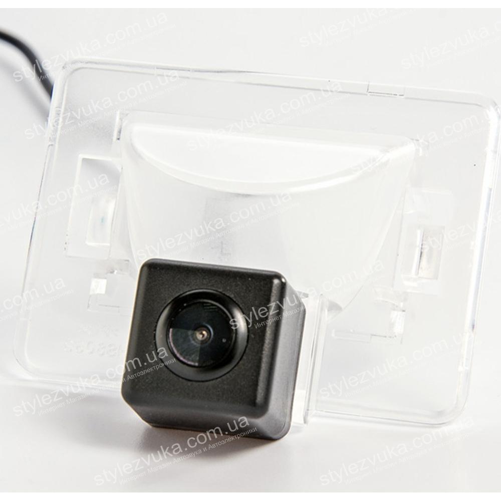 Штатная камера заднего вида Fighter CS-CCD+FM-87 (Mazda)