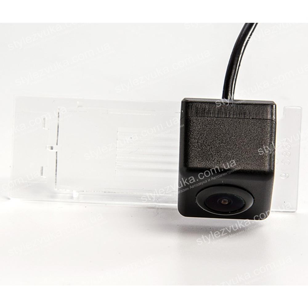 Штатная камера заднего вида Fighter CS-CCD+FM-99 (Renault)