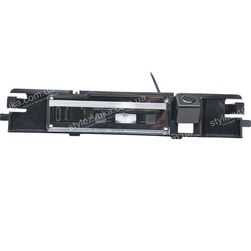 Штатная камера заднего вида Fighter CS-HCCD+FM-51 (Toyota) 2